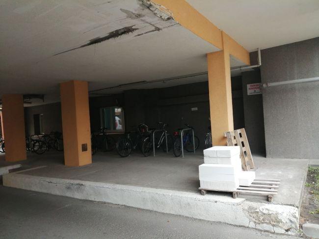 Zdjęcie Parking przy wejściu głównym do szpitala