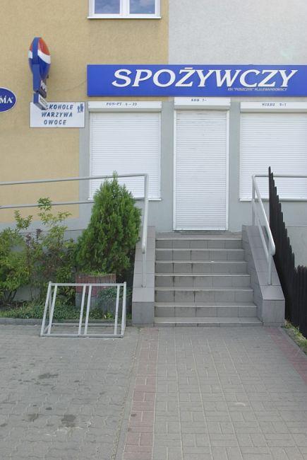 Zdjęcie Kruszyńska przy sklepie spożywczym